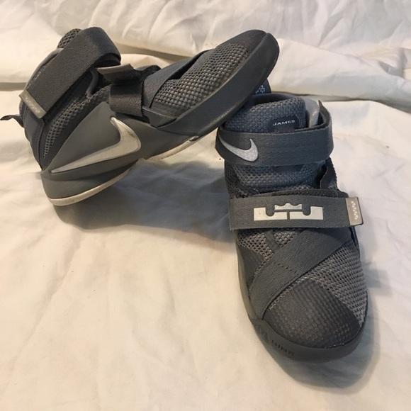Nike Shoes   Nike Lebron James Velcro